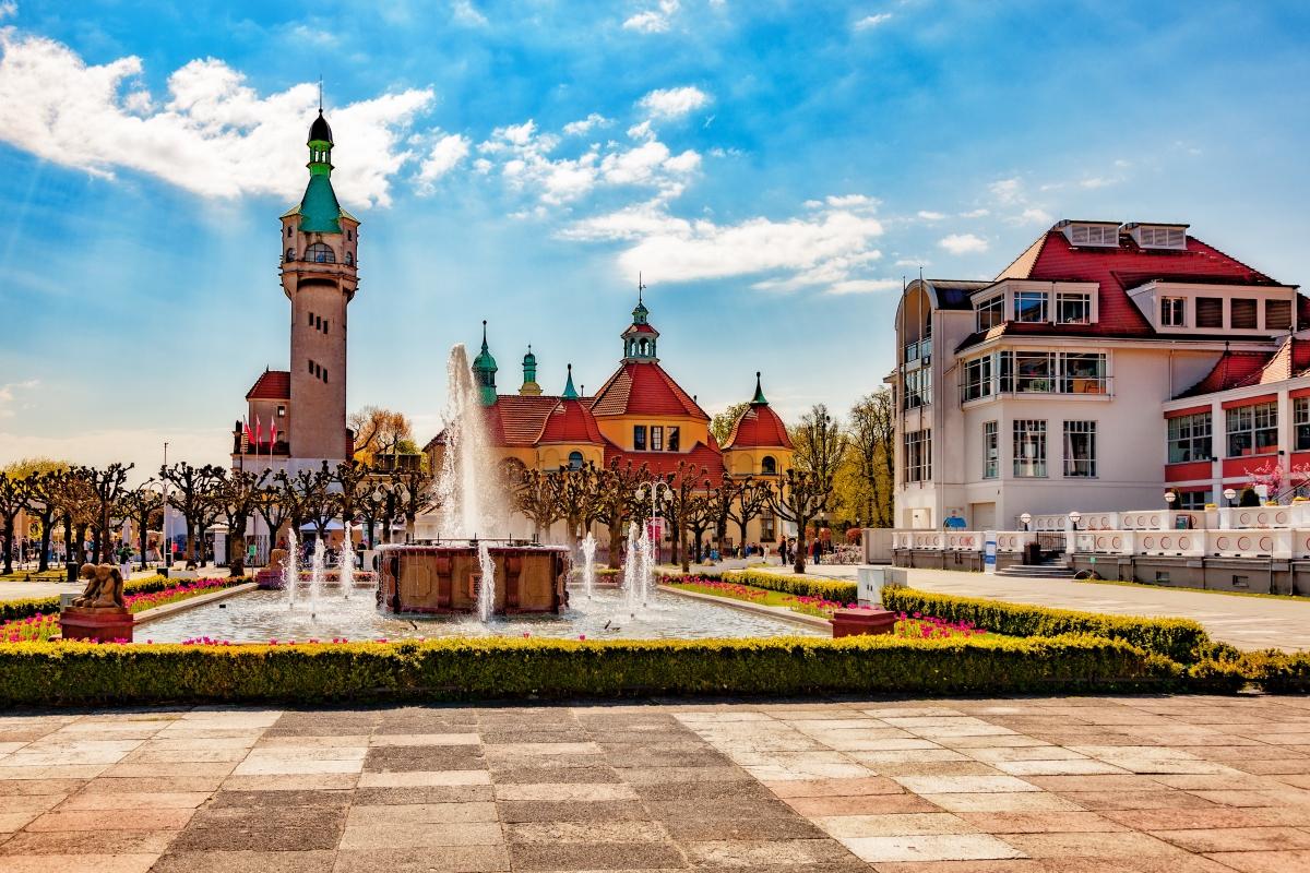 Сопот. Звучи съвсем български, но не е - намира се на Балтика и там се е провеждал един от най-важните музикални фестивали по време на комунистическия режим.