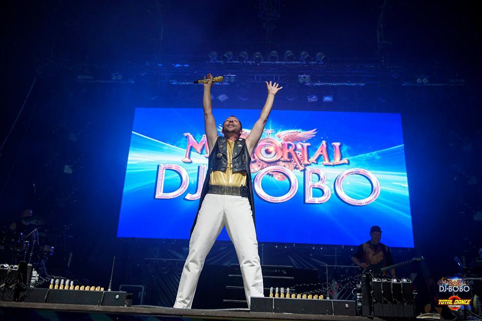 През годините на кариерата си DJ Bobo е имал честта да подгрява самия Майкъл Джексън.
