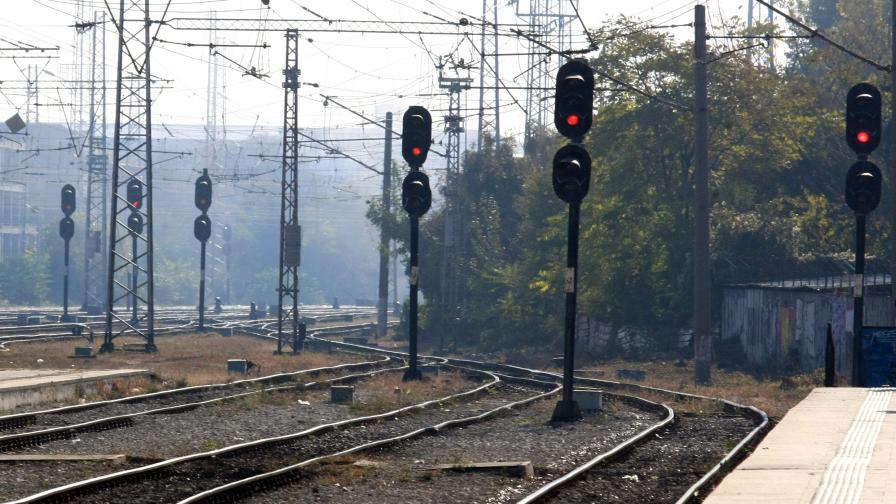 След убийството във влака: Обвинените за постоянно в ареста