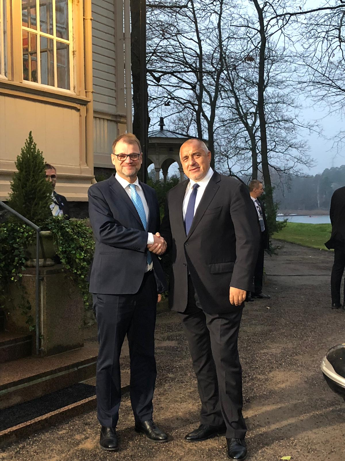 Българският премиер е на работно посещение във Финландия, където участва и в Конгреса на Европейската народна партия. Форумът трябва да определи водещия кандидат на партията за предстоящите през май евроизбори