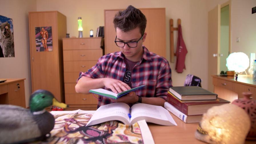"""Важни въпроси за бъдещето вълнуват Мишо в новия епизод на """"Унилайф"""""""