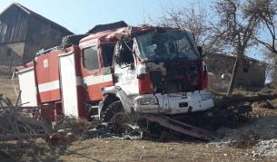 <p>Пожарна кола се преобърна на пътя</p>