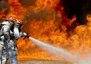 Австралия продължава да гори