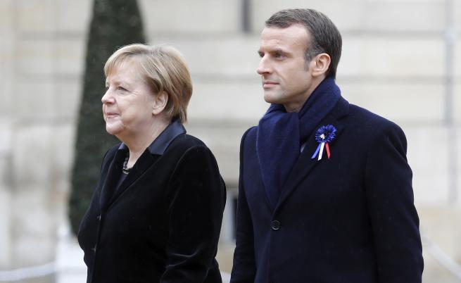 Попитаха Меркел дали е жената на Макрон