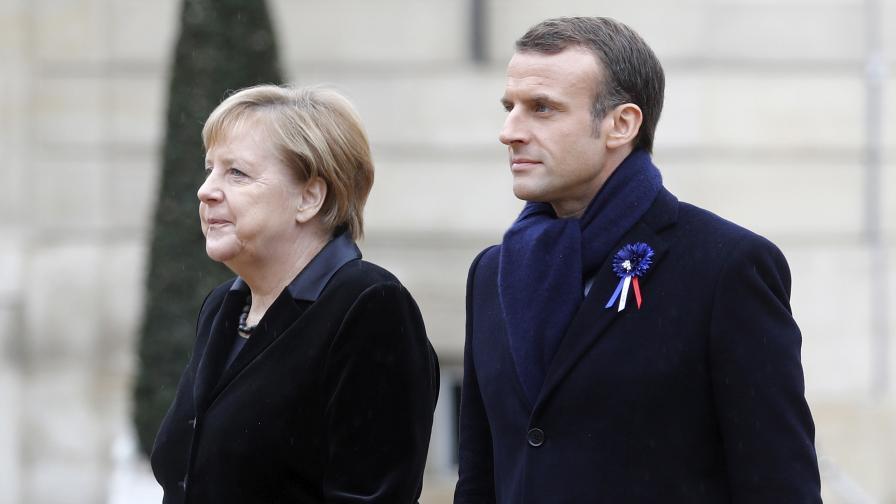 <p>Попитаха Меркел дали е жената на Макрон</p>