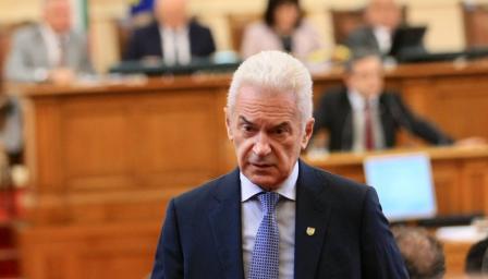 <p>Волен Сидеров поиска оставката и на Каракачанов</p>