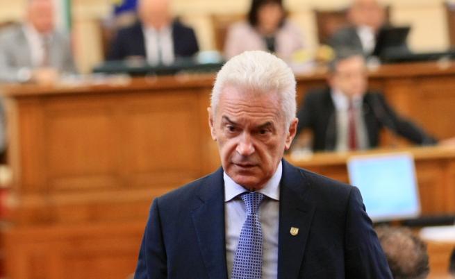 Волен Сидеров поиска оставката и на Каракачанов