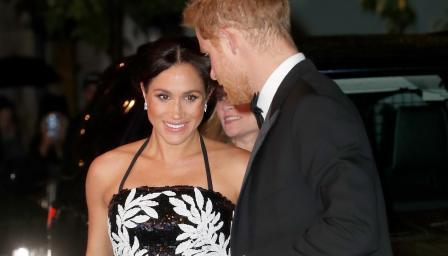 Модни спорове в Двореца: кралицата не одобрява бляскавия стил на Меган, но херцогинята отново прикова погледите