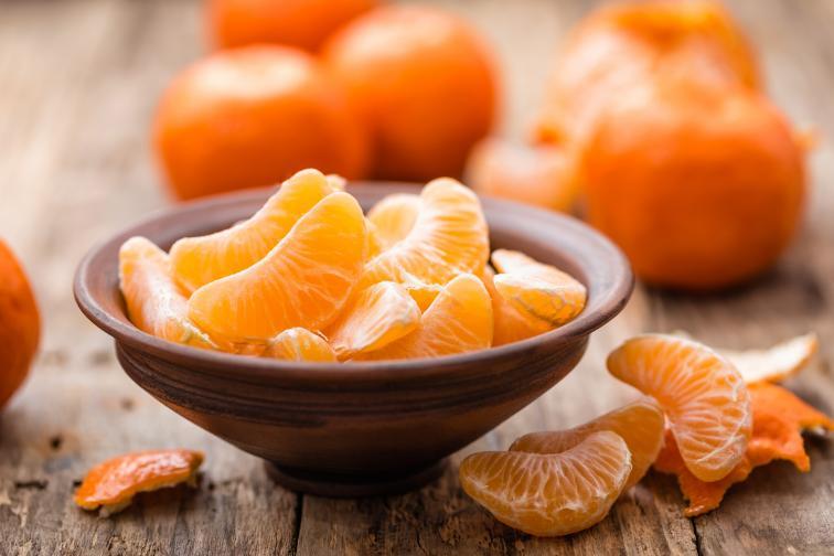 Мандарини<br /> <br /> Ползата за косата от мандарините е голяма – богатото им съдържание на витамин C улеснява усвояването на желязо за организма ви, когато хапвате спанак например.