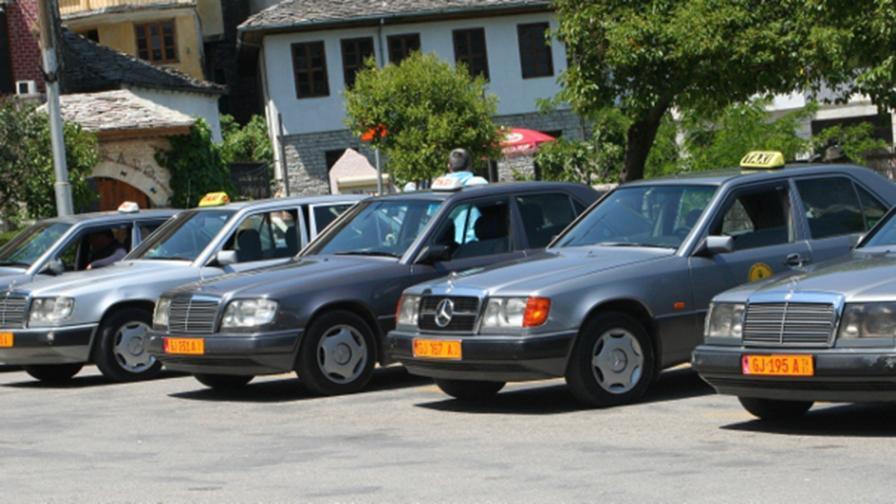<p>И Албания ни изпревари, забрани вноса на стари коли</p>