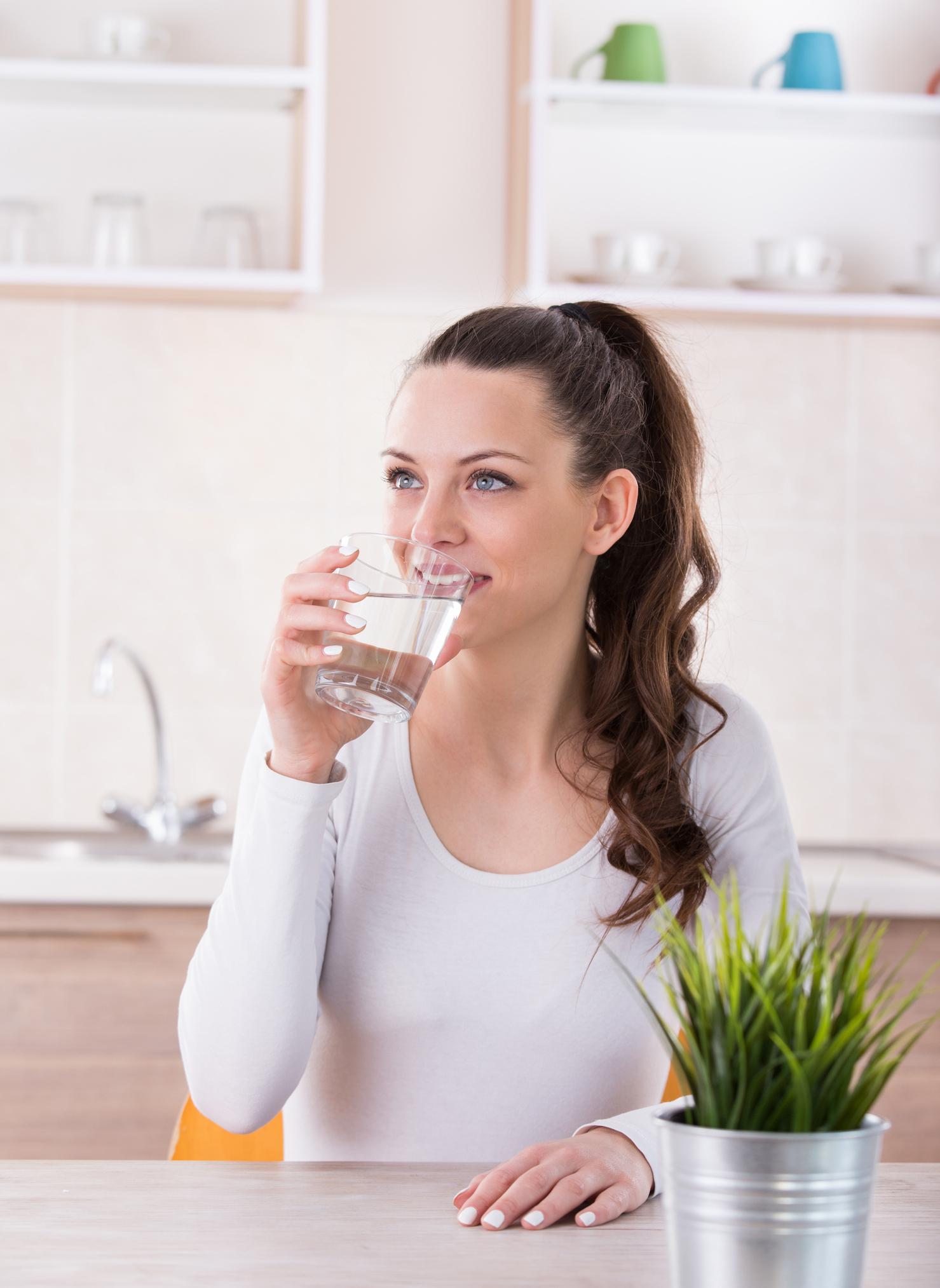 Засилване на метаболизма и притока на енергия: Само една чаша вода сутрин на гладно ускорява метаболизма с 24%.