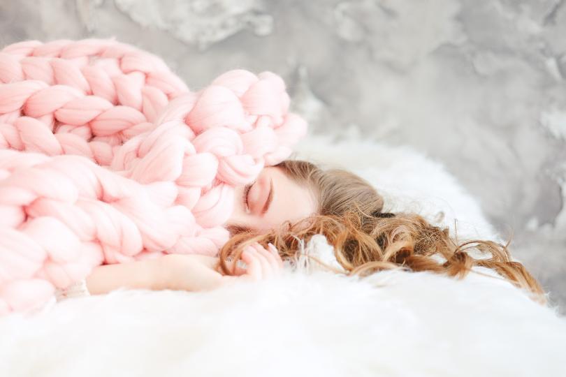 <p><strong>Уморени сте, въпреки че спите достатъчно.&nbsp;</strong>Не ви липсват часове сън, но когато се събудите се усещате изтощени и със сигурност не бихте отказали да се върнете в леглото.</p>