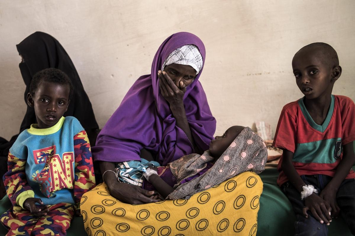Судан. Преди севера и юга на страната да се разделят, в страната има гражданста война, която продължава до 2005 година, за да пламне отново десетилетие по-късно. Северен Судан гуцби южната си част, която е богата на нефт, а тревожността и несигурността в страната не спират да растат.