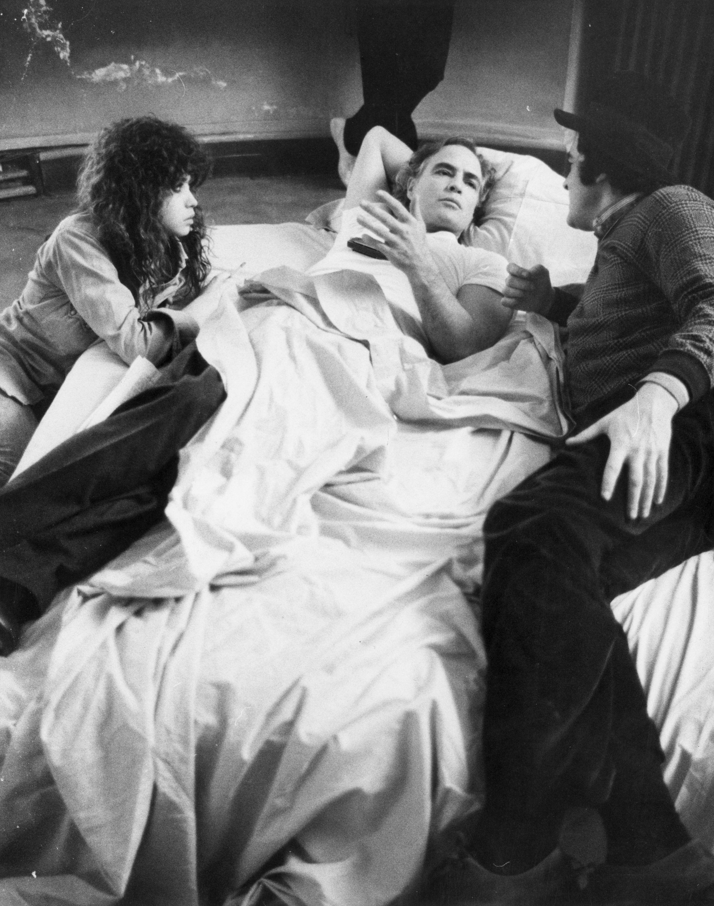 """""""Последно танго в Париж"""" разглежда само повърхностната страна в секса. В обсъждането на филма темата Секс често се надценява, като така се прикриват истинските теми на творбата. В същността си, тя е средство за изразяване на съвременните проблеми на идентичността и комуникация. Главната тема е екзистенциалната болка в рамките на съвременното общество, която разрушава и измъчва хората."""
