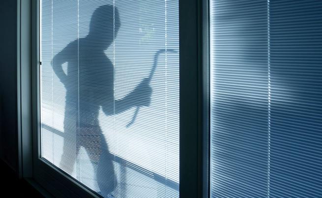Крадец обира жилище, издирват го през Facebook