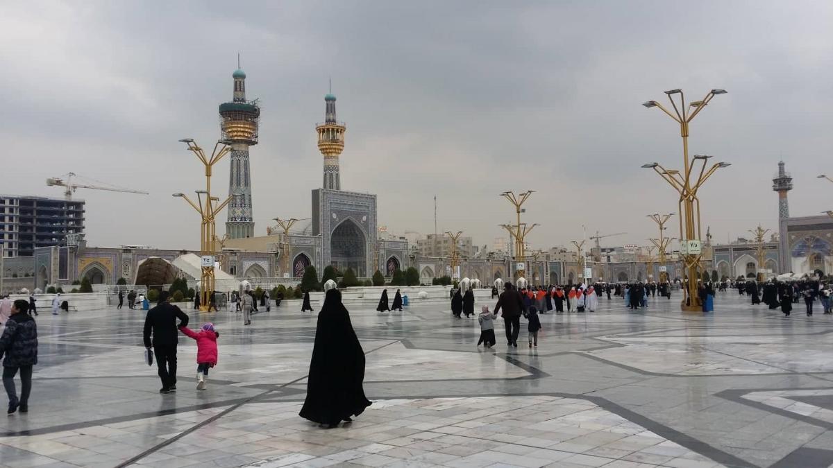 Гробницата на имам Реза, осмият шиитски имам, е втора по капацитет в света и събира приблизително милион и половина поклонници.