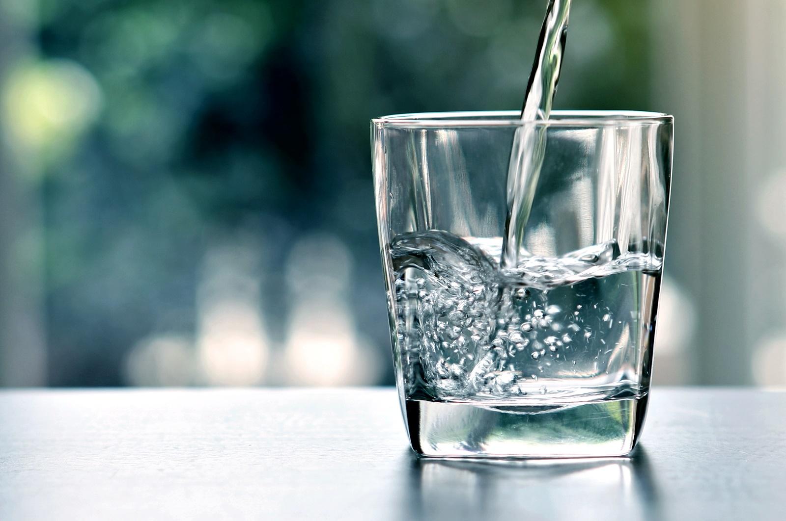 Почти безцветна<br /> Пили сте достатъчно вода, дори най-вероятно малко в повече. Може да си направите почивка от наливането с животворната течност освен, разбира се, ако не сте жадни.