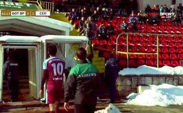 Феновете на Ботев Враца замеряха със снежни топки Чандъров