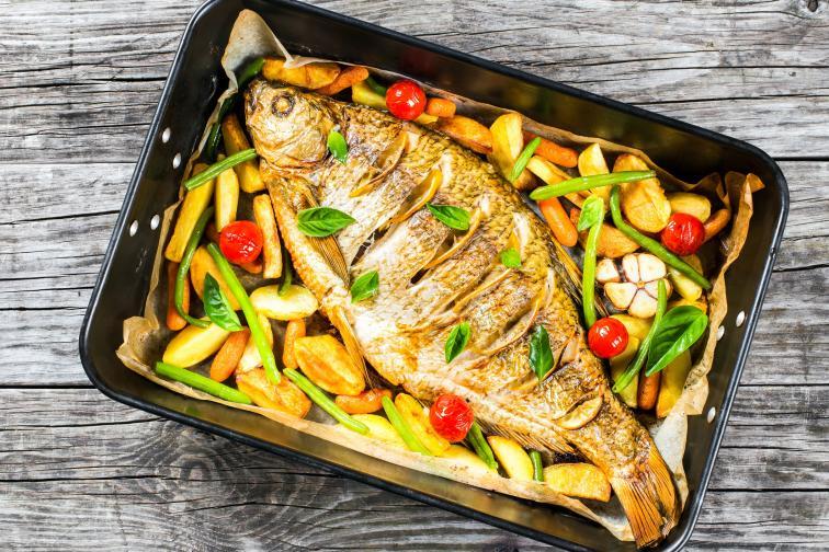 3. Костите на рибата се събират и изгарят, закопават се в земята или се пускат в реката или морето.<br />