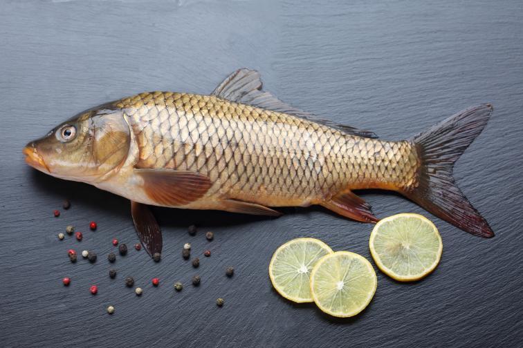 1.На Никулден се приготвя риба с люспи, най-вече шаран, защото той е слуга на светеца. Голата риба навява асоциации с бедност и тегоби.