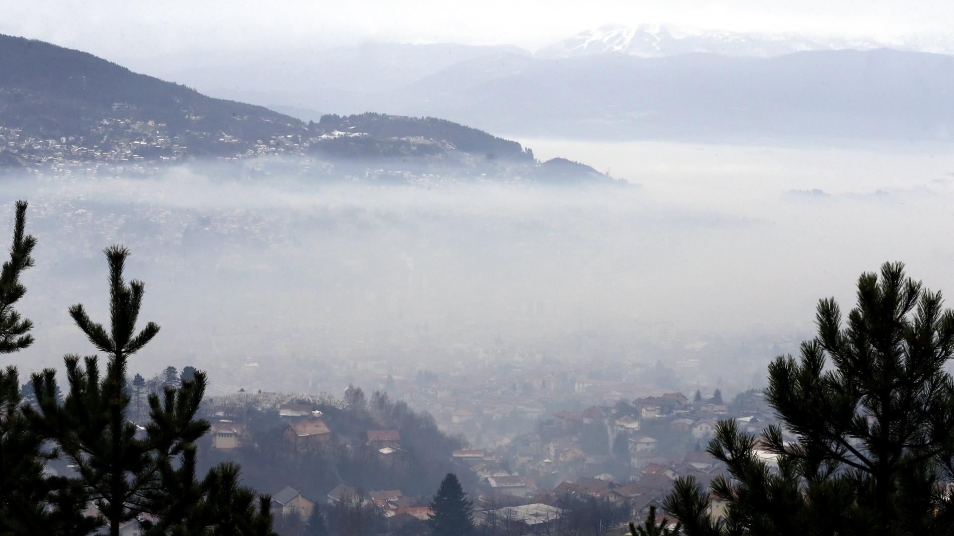С настъпването на зимата въглищата горят, а Балканите се задушават