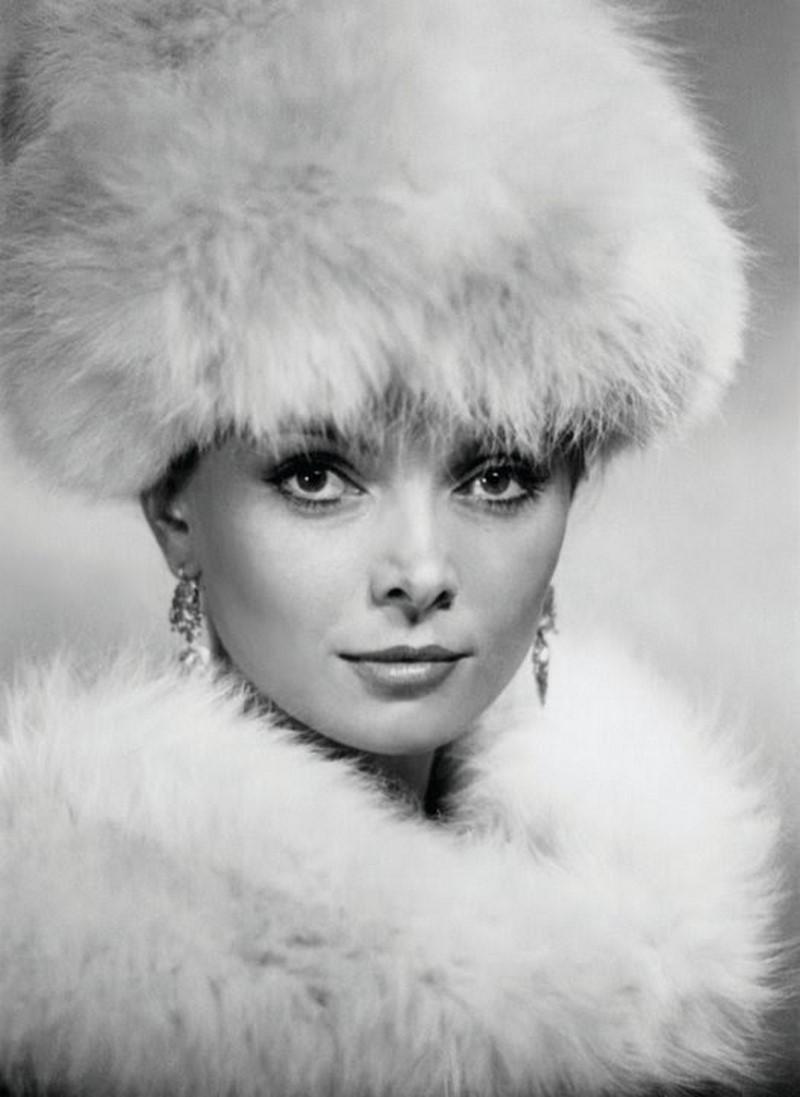 """Нона Терентиева е родена на 15 февруари 1942 година в Баку.Играе главната роля в """"Крахът на инженер Гарин""""."""