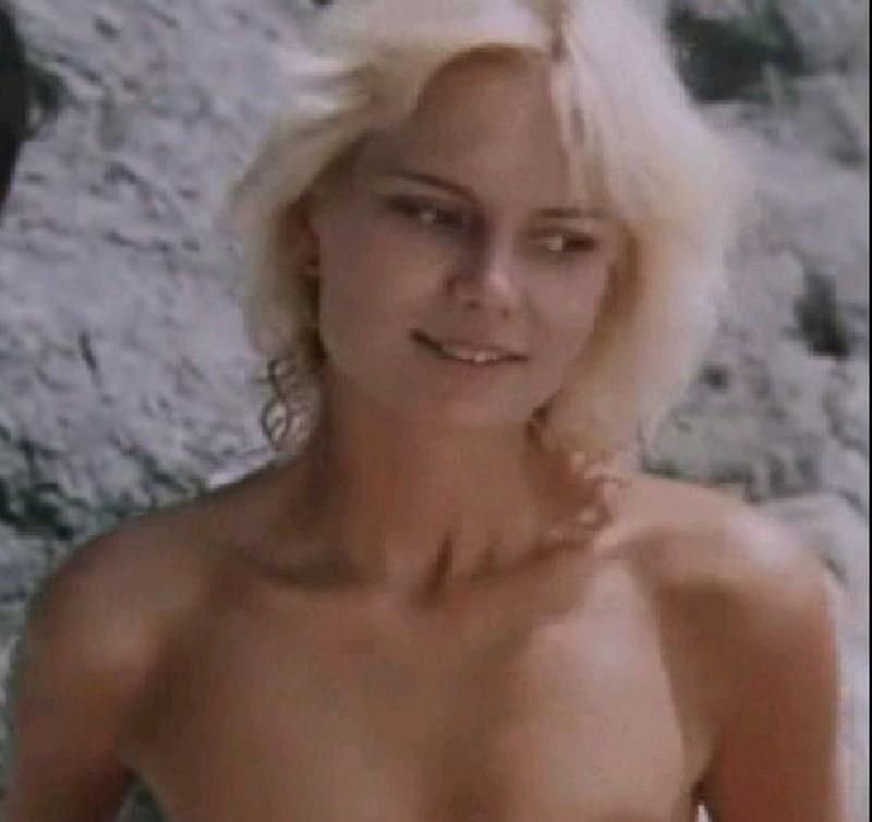 """Пил Пихламяги е родена през 1965 година в Талин. От детството си играе във филми. Тя е модел и е била на корицата на добре познатото естонско модно списание """"Силует"""" в СССР."""