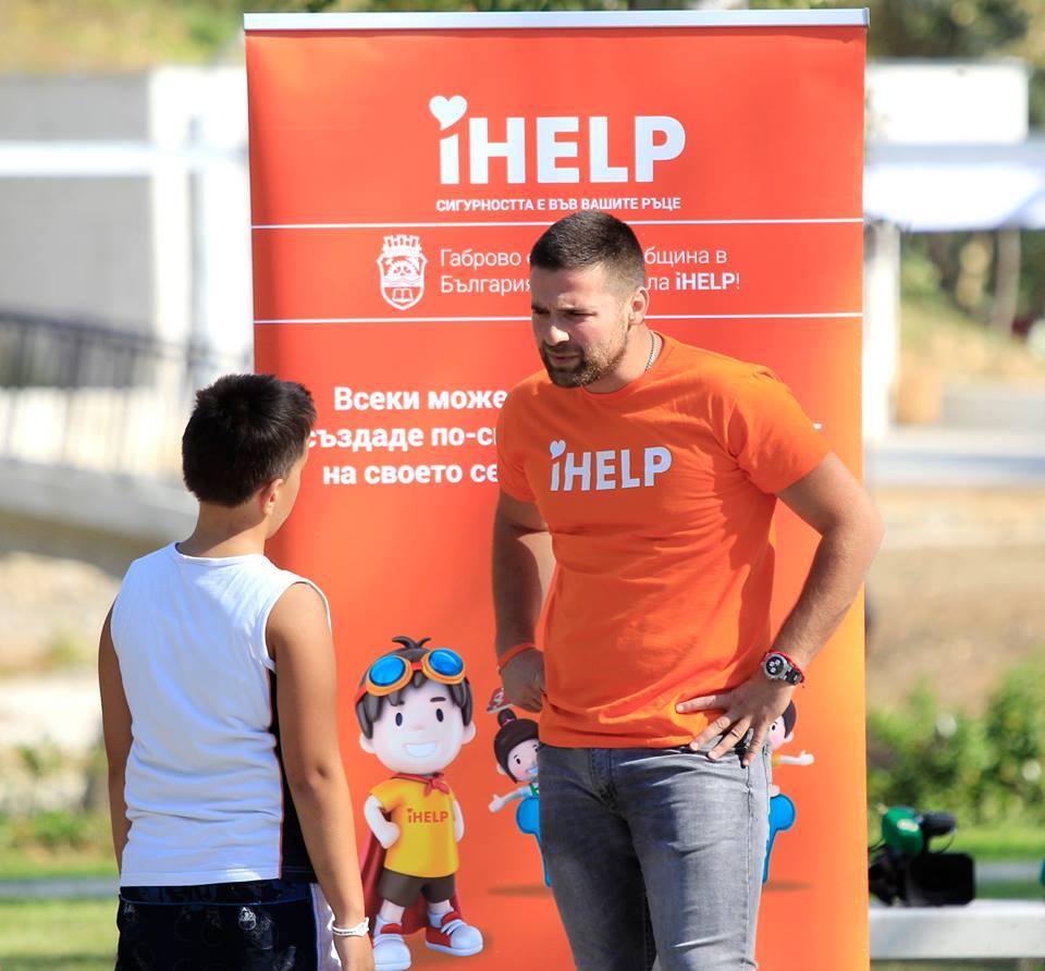 Екипът на iHELP образова и обществото как да реагира адекватно при спешни ситуации.