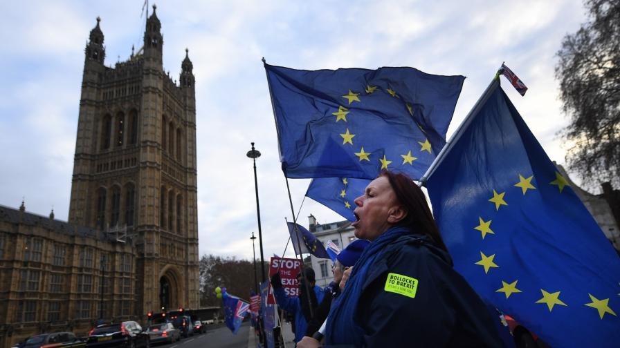 <p>Отлага се гласуването за Брекзит, лирата се срина</p>