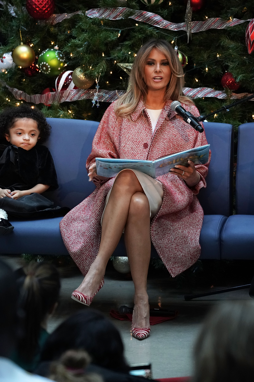 Междувременно първата дамаприсъства на събитие, което се организира вече 60 години в страната. Тя посети Детската национална болница във Вашингтон, където прекара известно време с малките пациенти и успя да ги зарадва.
