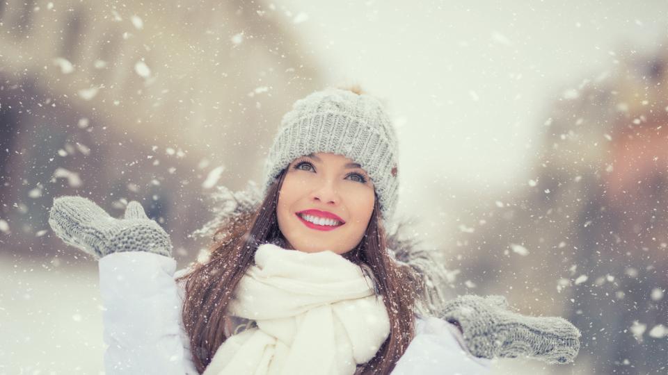 жена зима усмивка зодии хороскоп