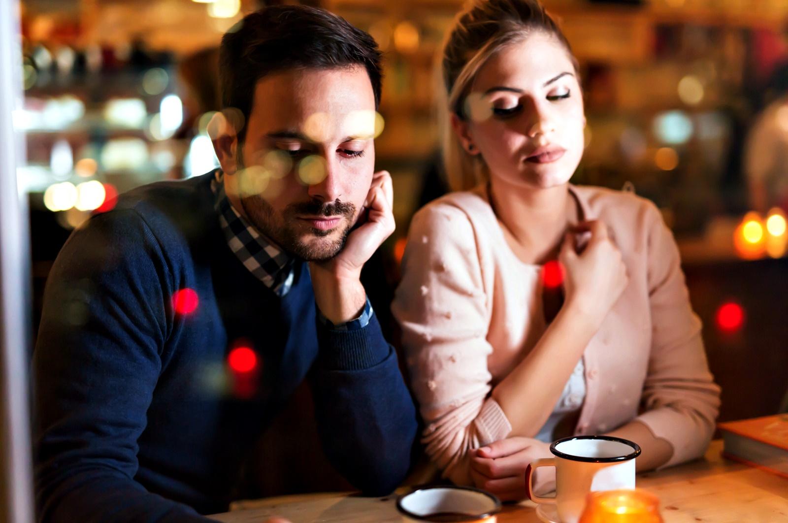 Променете начина си на мислене<br /> Ако сте разведени, помислете за възможност да прекарате поне няколко часа с бившия си партньор - заради децата. Въпреки че те са насяно, че не сте заедно, спомените от празниците се загнездят в съзнанието им и растейки, те започват да се чувстват виновни, че не могат да прекарат време с двамата си родители едновременно и че докато са с единия, другият е сам по празниците. Ако ситуацията е подобна, но не става въпрос за развод, а просто обстоятелствата са такива, че някой роднина е в чужбина и не може да присъства, не го забравяйте на празничната вечеря – да, видео чатът не е като да се видите на живо, но пък е по-добре от нищо.