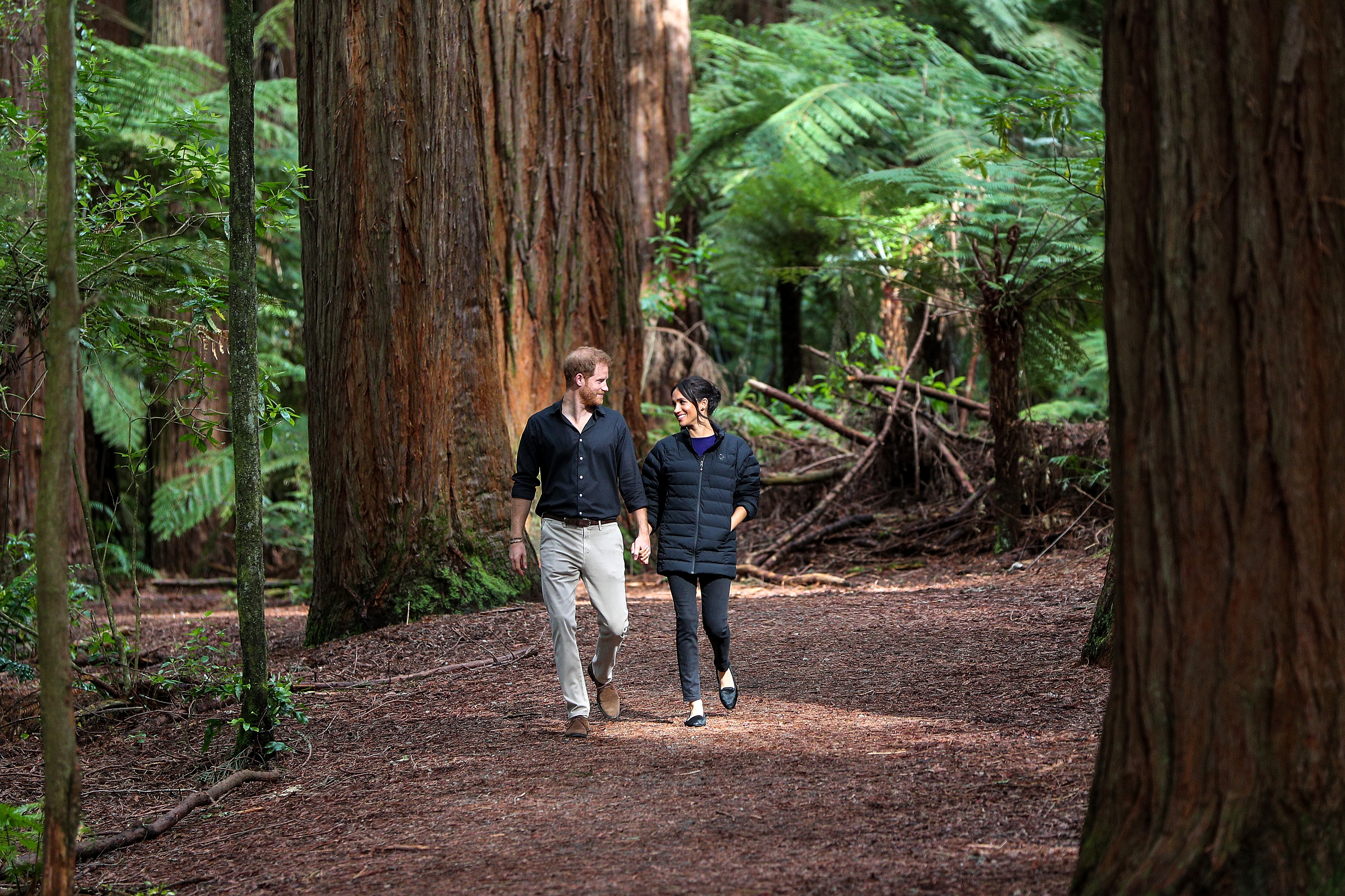 Кралското турне на принца и херцогинята в Австралия,Нова Зеландия, Фиджи и Тонга, което продълже 16 дни.