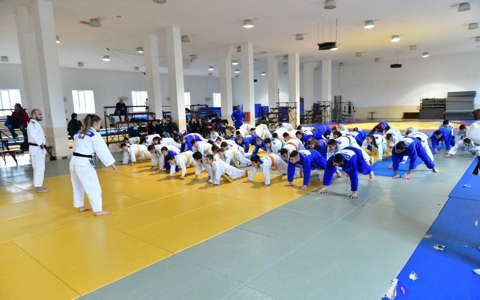 Общо 18 медала за националите ни по карате от европейското на KWF