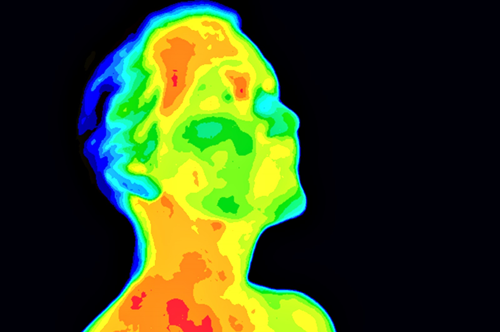 """Мит 5: Голяма част от топлината на тялото се освобождава през главата.<br /> Смята се, че митът се е зародил от американско военно проучване от 50-те години на ХХ, в което са изследвани последиците от студеното време върху хората. За изследването доброволци са облечени с екипировка за оцеляване на арктически климат и са подложени на екстремно ниски температури. Военните установяват, че хората губят най-много телесна топлина през главата, игнорирайки факта, че по времена проучването тя е единствената част от тялото, която не е защитена от екипировка. Проучване от 2008 г. на канадския """"Университет на Британска Колумбия"""" отхвърля мита."""