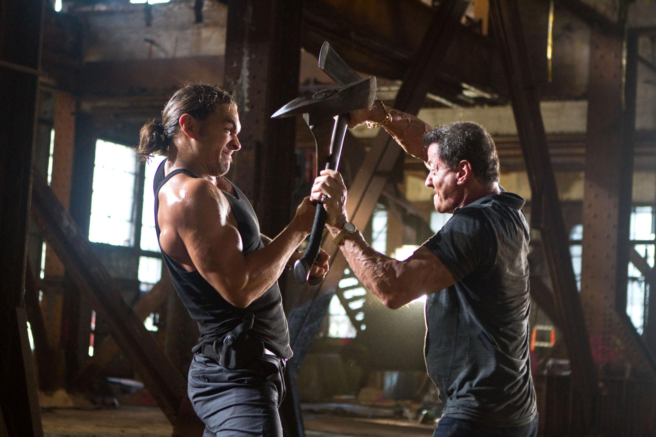 """Джейсън Момоа и Силвестър Сталоун в екшъна """"Куршум в главата"""", 2014."""