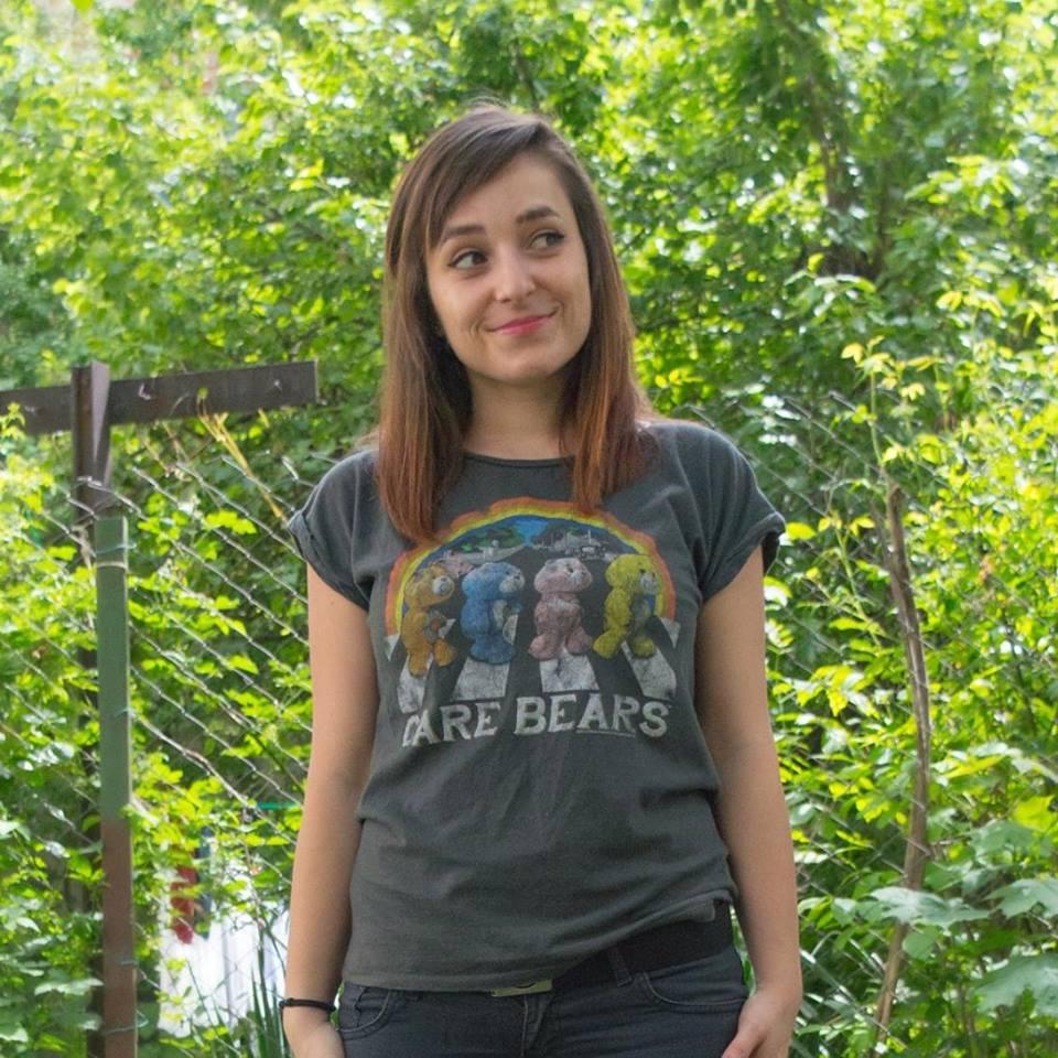 """Мария Юрукова превръща своето хоби да плете в социална кауза и така се раждат двата проекта """"Плетчица"""" и """"Плети с тениска""""."""