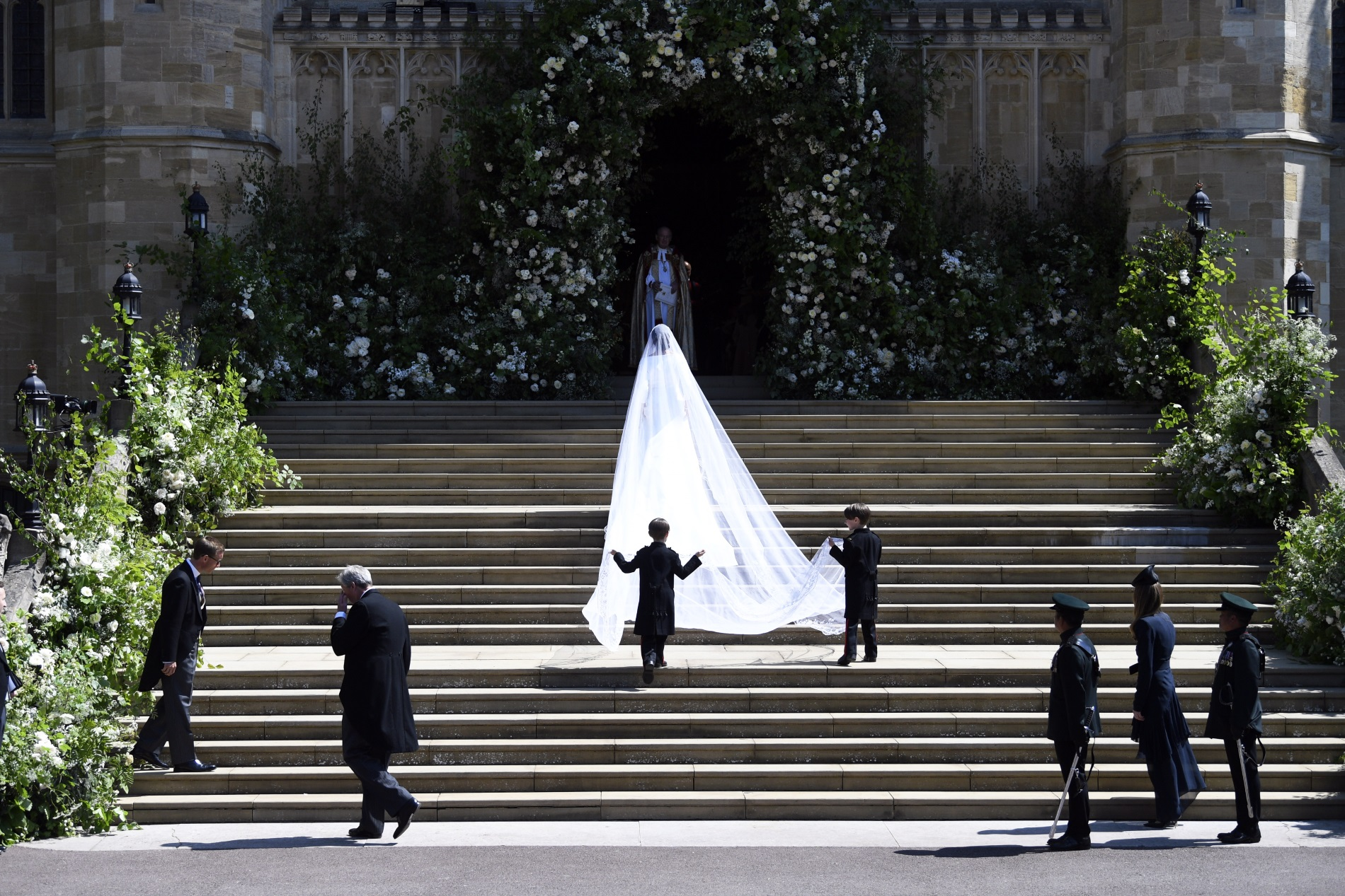 """Меган Маркъл пристига в параклиса """"Сейнт Джордж"""" в замъка Уиндзор за сватбената церемония с принц Хари, 19 май 2018 г."""
