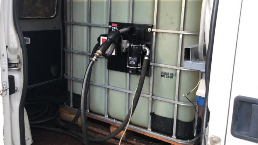 Мобилни станции за зареждане с гориво разкриха митничари