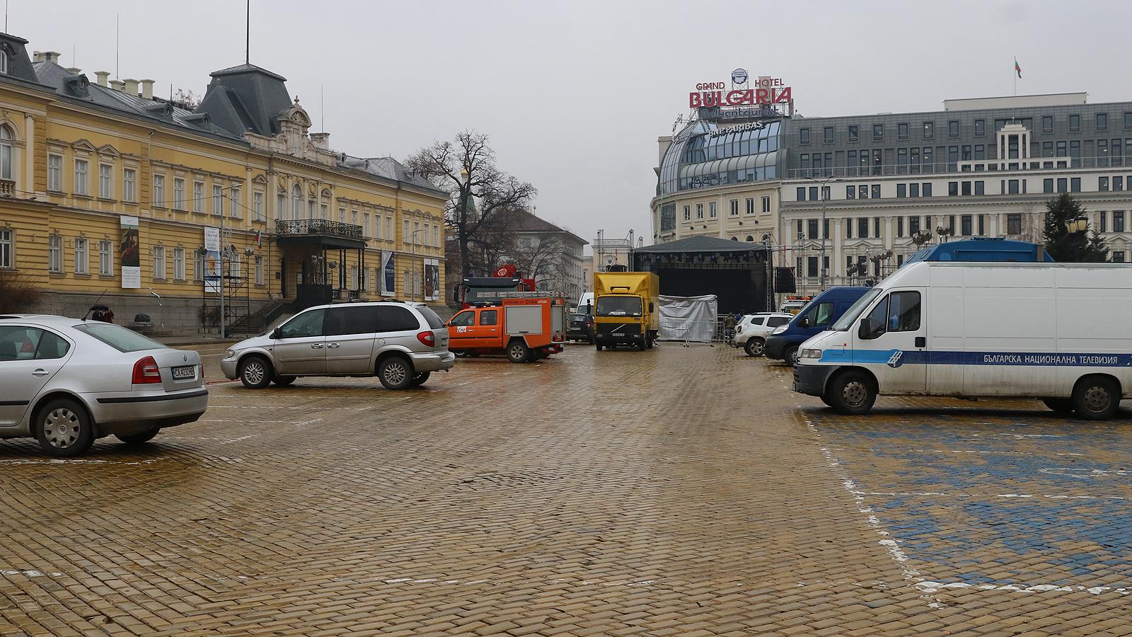 """Екип на Антитерор също ще следи. Ще има разположена полицейска спецтехника по булевардите """"Мария Луиза""""и """"Витошка"""", около заведенията и бежанските центрове."""