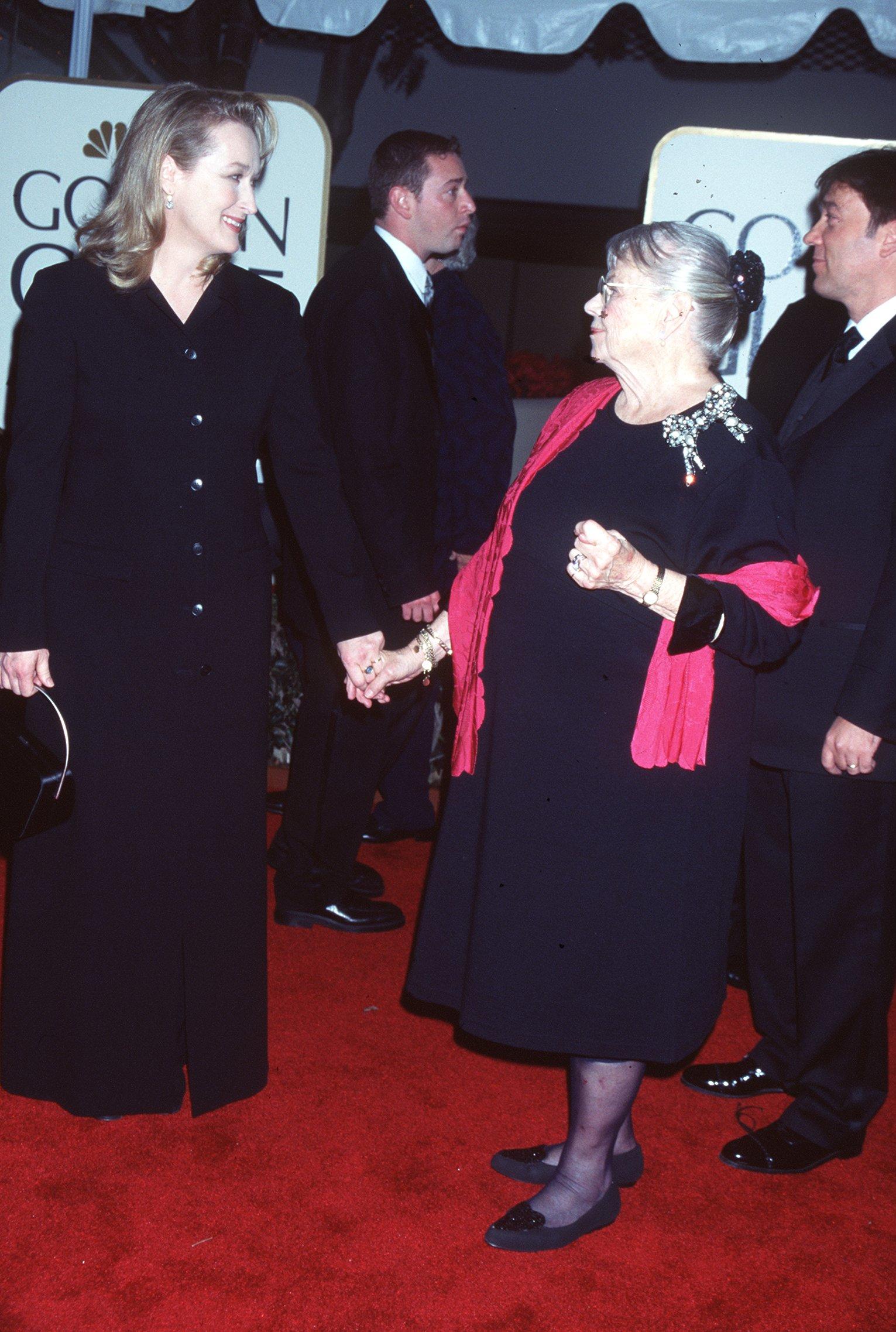 """Мерил Стрийп с черна рокля с копчета на """"Златен глобус"""" през 1999 г."""