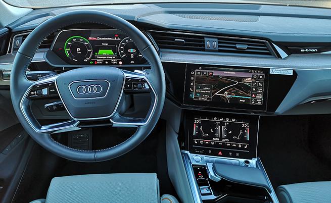 Интериорът е изключително качествено и модерно разработен, като новост е скоростният лост, както и двата дисплея във вратите, на които гледате картината зад автомобила, предавана от опционалните камери, заменящи традиционните странични огледала.