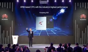Директорът на борда на Huawei Уилям Шу представя новия процесор Kunpeng 920