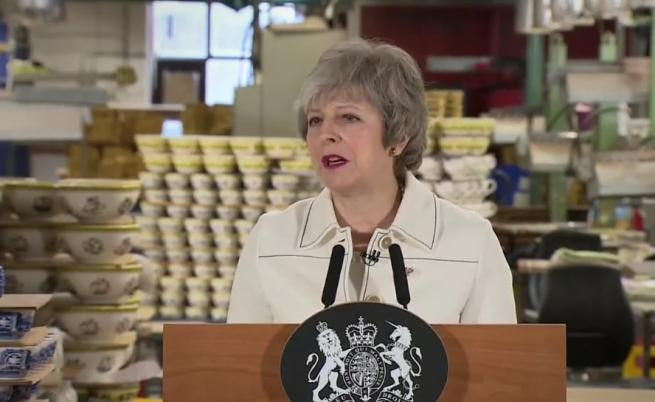 """Мей: Без """"Брекзит"""" е по-вероятно от без сделка"""