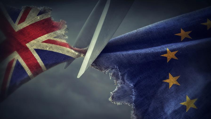 Край, Брекзит приключва, кралица Елизабет II подписа