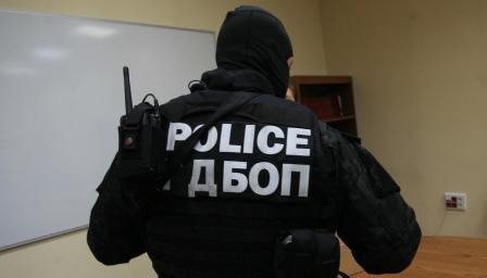 <p>При <strong>спецакция</strong> задържаха 43-ма, превеждали пари на <strong>терористи</strong></p>