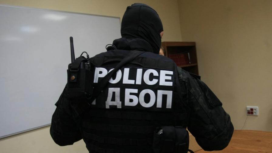 Мащабна акция на ГДБОП в Павликени, има задържани