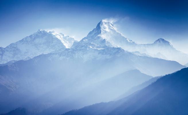 Вдовици на шерпи изкачват Еверест в тяхна памет