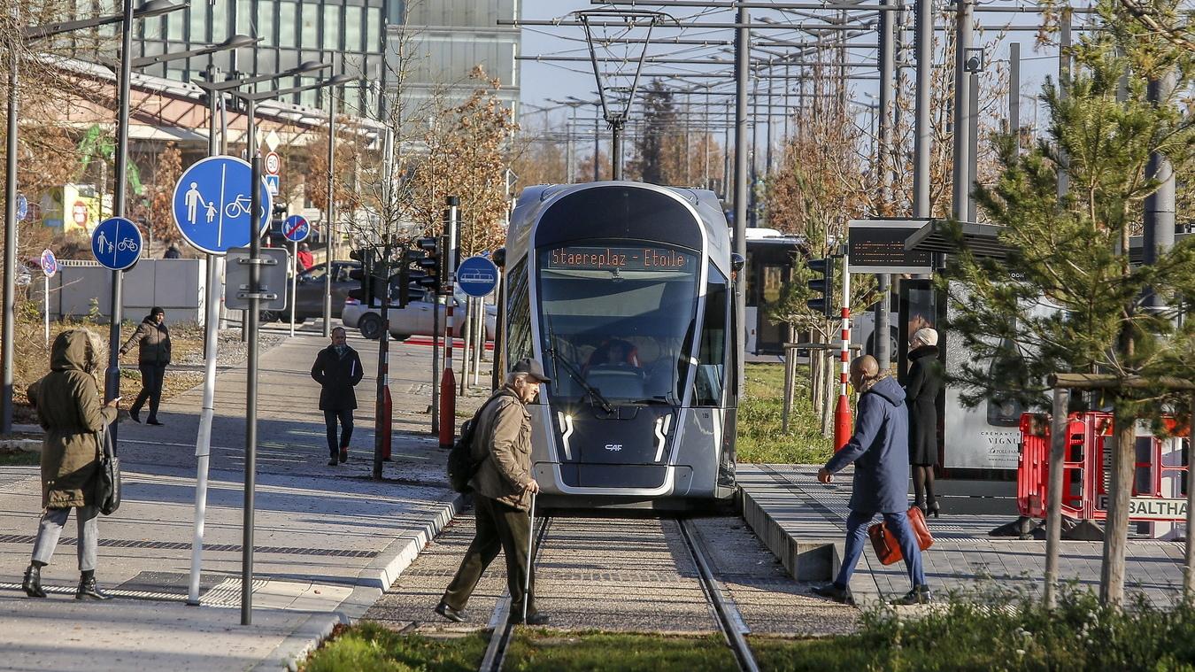 Люксембург е една от най-богатите страни в Европа, с най-висок БВП на глава от населението в Европейския съюз. От столицата Люксембург до Белгия, Франция и Германия може да се стигне с кола за половин час. Повече от 180 хил. от работната сила ежедневно пътуват от тези съседни страни.