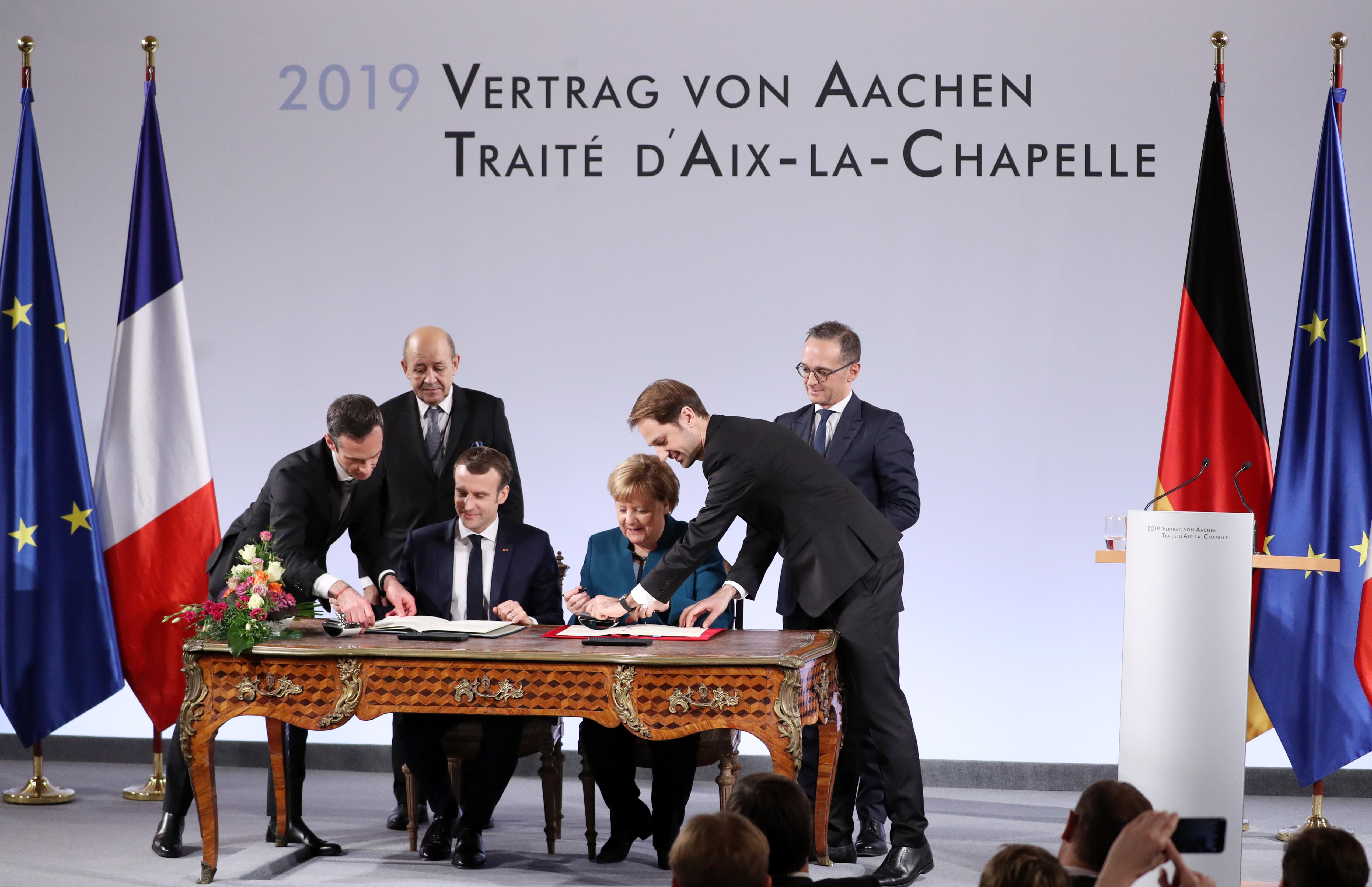 Ангела Меркел и Еманюел Макрон подписаха последващо споразумение за Договора от 1963 година, с което да подчертаят дълбочината на партньорството си в сърцето на Европейския съюз